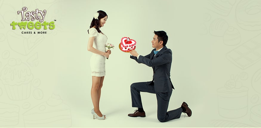 Make That Special Proposal with a Cake and Flowers